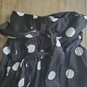 NWT Black with White Dots Size 16 NY & Co Skirt